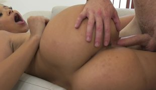 Curvy ass chick bonks her stepdad and his dick delivers joy