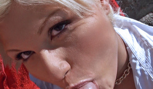 Kitty Rich in Sunbathing Beauty Acquires Fucked - PublicPickups