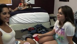 Unconditioned teen screwed cumshot