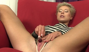 Snappish be thick blonde with proximate special masturbates her new pussy