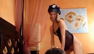 Sklavensau von Polizistin benutzt - Mein erster Arschfotzen-Orgasmus