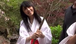 Arisu Hayase & Asami Tsuchiya & Haruna Aitsuki & Mizuki Inoue & Yui Saotome in Cuties at the Temple - JapansTiniest